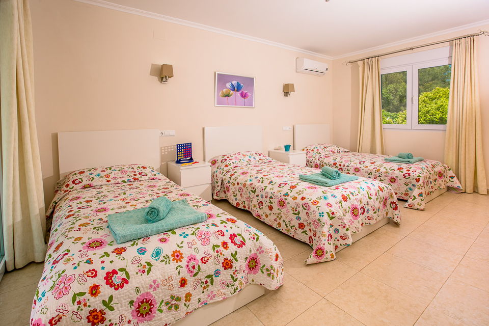 3 beds with floral design_ javea spain