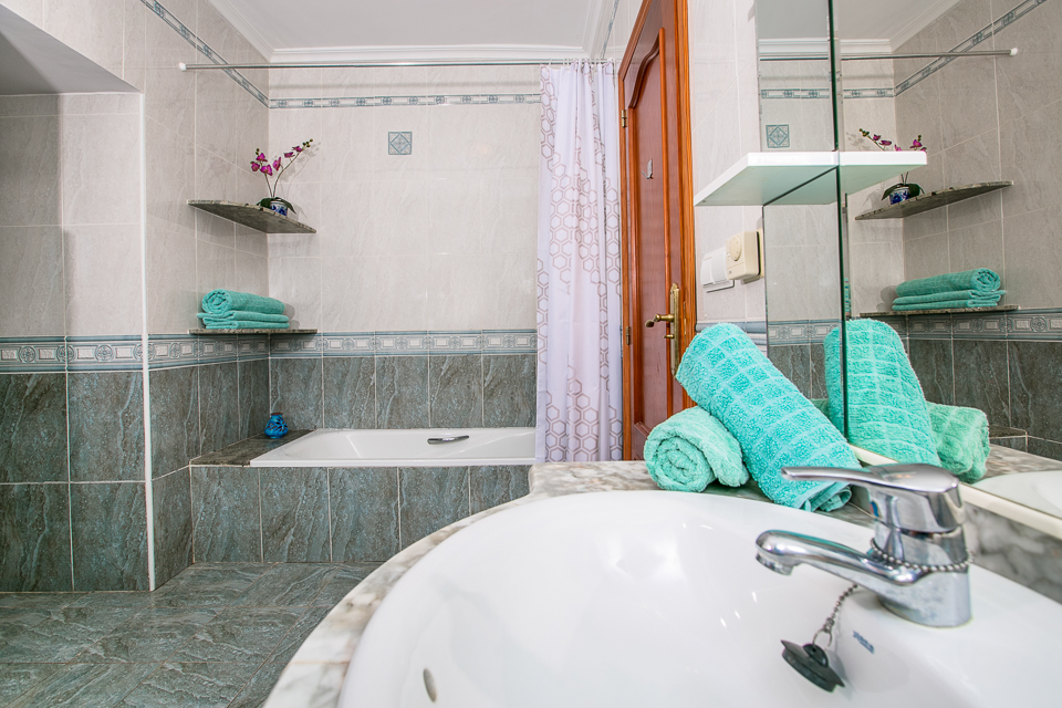 javea rental villa bathroom