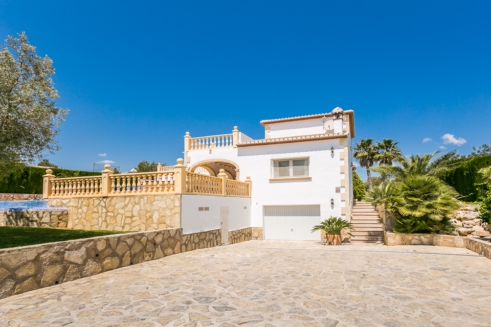 Glamourous entance in villas to rent in javea.