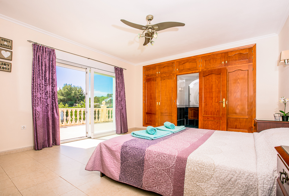 Javea rentals master bedroom with ensuite bath/shower.
