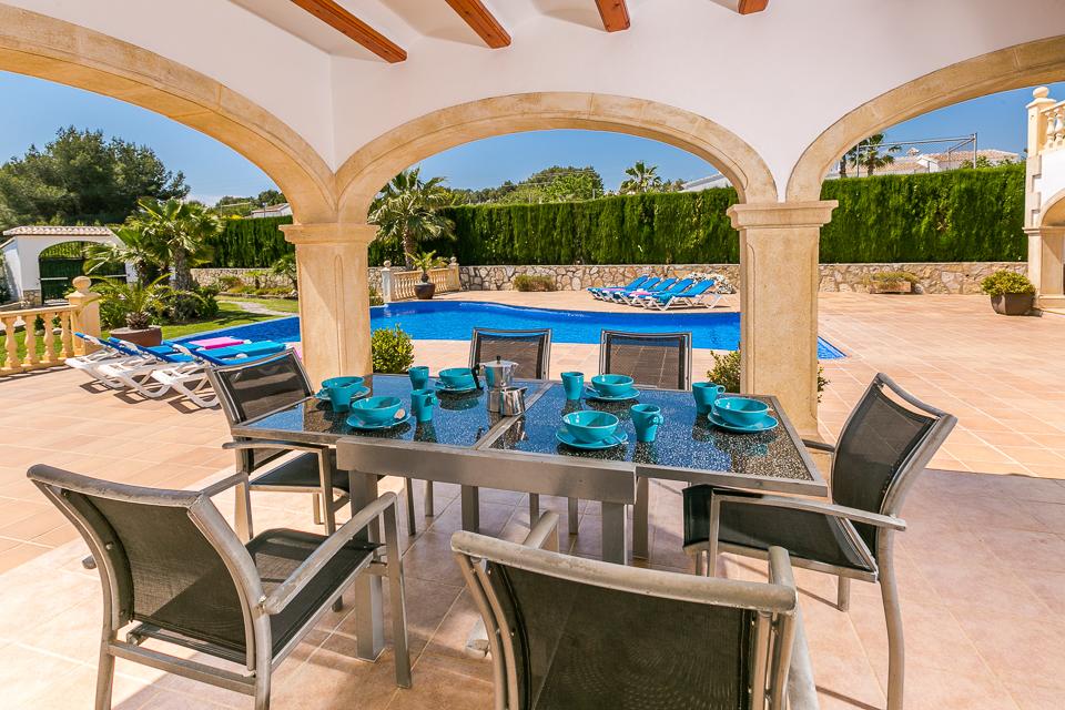 Javea holiday rentals dining at the pool.